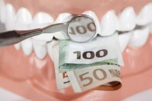 Zahnersatz kann sehr teuer werden