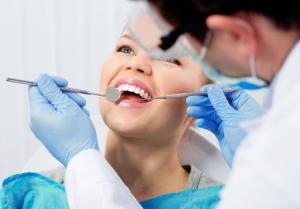 Prophylaxe durch eine professionelle Zahnreinigung