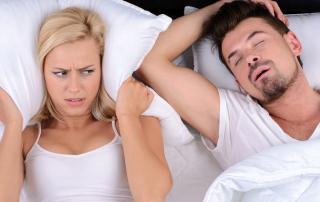 Schlafapnoe kann mit einer Schnarchschiene behandelt werden